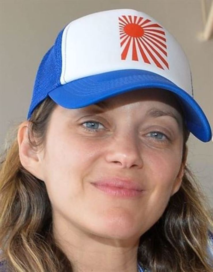 French actress Marion Cotillard was in hot water for wearing a Rising Sun flag-patterned cap. Capture from the Instagram account of 'usatabloid'