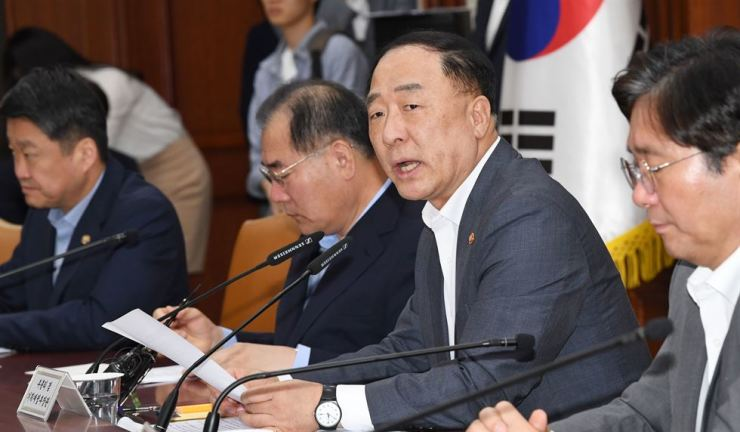 Minister of Economy and Finance Hong Nam-ki speaks during a meeting of ministers in charge of external economic policies at the Seoul Government Complex, Monday. He called for Japan's export restrictions to be canceled. / Korea Times file