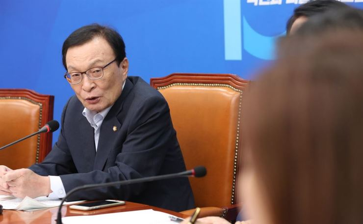 Rep. Lee Hae-chan, chairman of the ruling Democratic Party of Korea (DPK), speaks during a press conference at the National Assembly, Tuesday.