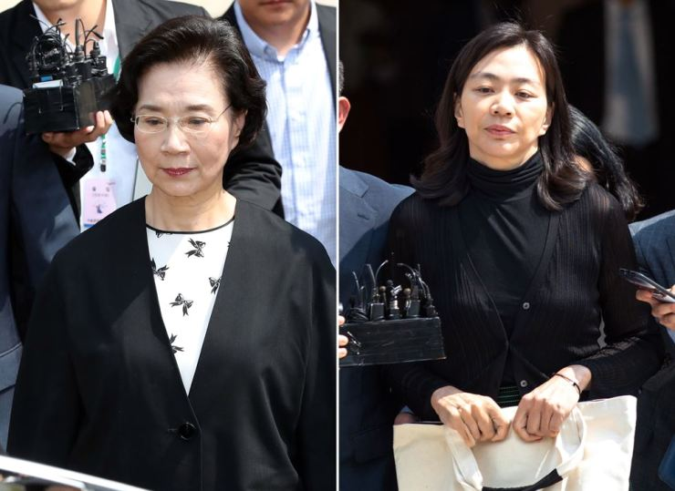 Lee Myung-hee, left, the widow of late Korean Air Chairman Cho Yang-ho, and Cho Hyun-ah, her eldest daughter, walk out of the Seoul Central District Court in Seoul, Tuesday, after the widow received an 18-month jail term suspended for three years and the daughter one year suspended for two years, for illegally hiring 11 Filipina housekeepers by disguising them as workers of the airline. /Yonhap