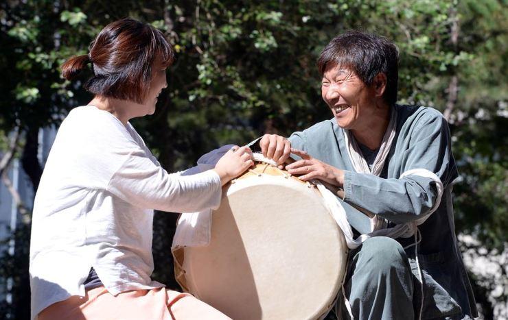 Korean folk dancer Ha Yong-bu, right / Korea Times file