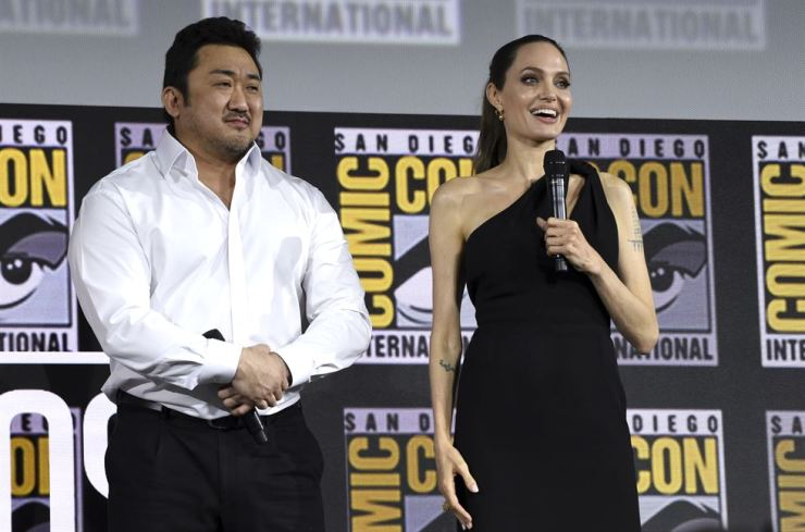 Actor Ma Dong-seok, left, also known by his English name Don Lee, and Angelina Jolie participate in the Marvel Studios panel on day three of Comic-Con International on Saturday, July 20, 2019, in San Diego. / AP-Yonhap