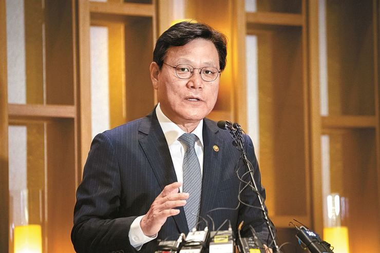 Financial Services Commission (FSC) Chairman Choi Jong-ku speaks during a press conference at a restaurant in central Seoul, Friday. / Courtesy of FSC