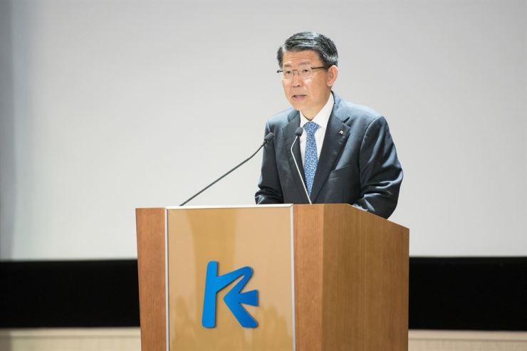 Export-Import Bank of Korea (Eximbank) CEO Eun Sung-soo makes an address marking the 43rd anniversary of the state-run bank's founding, at its headquarters on Yeouido, Seoul, July 1. The CEO pledged to manage the bank in a way that upholds human rights, including banning employment discrimination and promoting fair treatment of companies it works with. / Courtesy of Eximbank