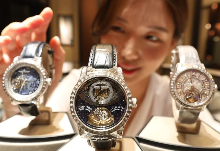 A model introduces three watches from Swiss luxury-watch maker Jaeger-LeCoultre at the Hyundai Department Store in Apgujeong, Seoul, Tuesday. The Master Gyrotourbillon, center, is decorated with diamonds weighing 6.7 carats. / Yonhap
