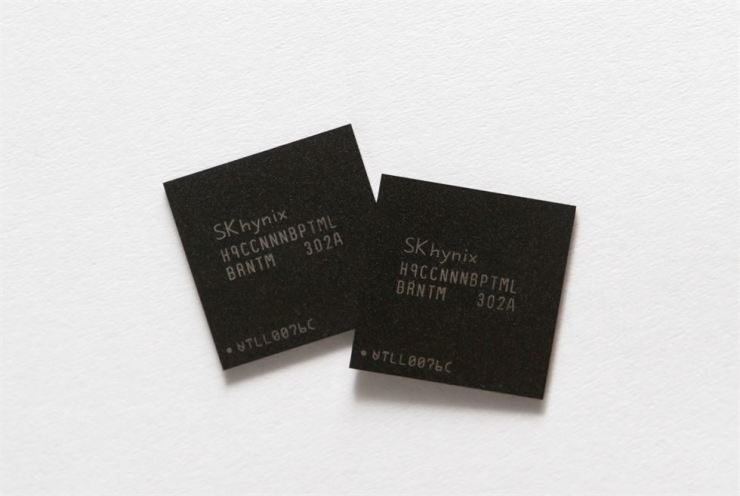 Mobile memory chips made by chipmaker SK Hynix are seen in this picture illustration taken in Seoul, May 10, 2013. Reuters