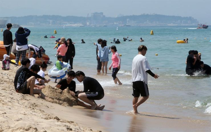 Summer vacationers have fun at Gyeongpo Beach in Gangneung, Gangwon Province. The beach opened, July 5. / Yonhap