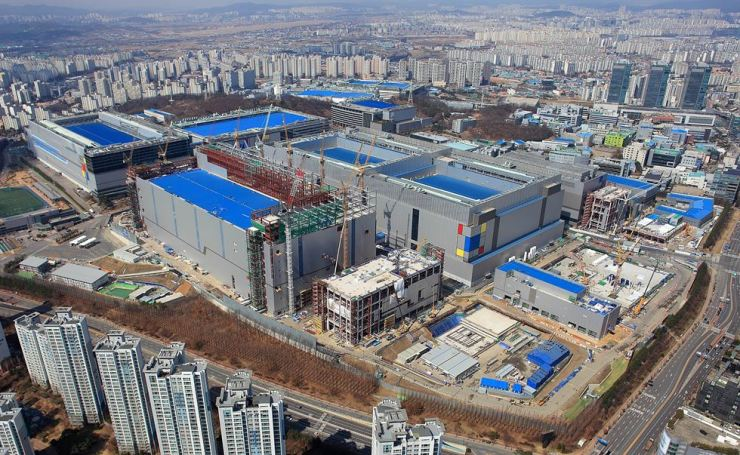 Samsung Electronics' EUV-based chip manufacturing plant in Hwaseong, Gyeonggi Province / Courtesy of Samsung Electronics