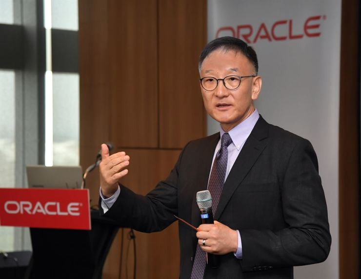 Tom Song, a regional managing director of Oracle Korea, speaks during a media conference at InterContinental Seoul COEX, Wednesday. / Courtesy of Oracle Korea