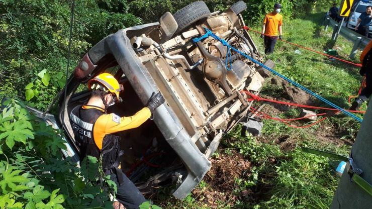 A rescue worker looks into the overturned car on in Samcheok, Gangwon Province, Monday. Yonhap