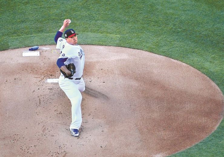 Ryu Hyun-jin of the Los Angeles Dodgers pitches in the first inning of the game against the San Diego Padres at Dodger Stadium in Los Angeles, Calif. on July 4. AFP-Yonhap