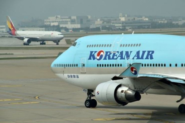 A Korean Air pilot allegedly attempted to drink cups of alcoholic drink during a flight in December. Korea Times file