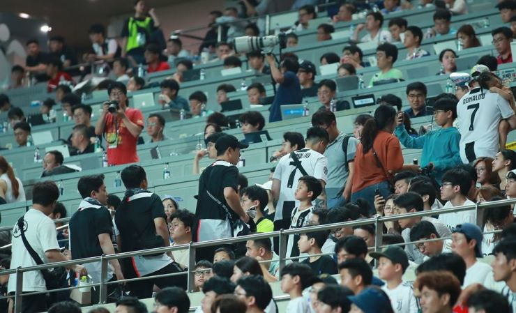 Korean football fans leave Seoul World Cup Stadium during a friendly match between Juventus and the K League All-Stars, Friday, disappointed by the absence of Cristiano Ronaldo. / Yonhap