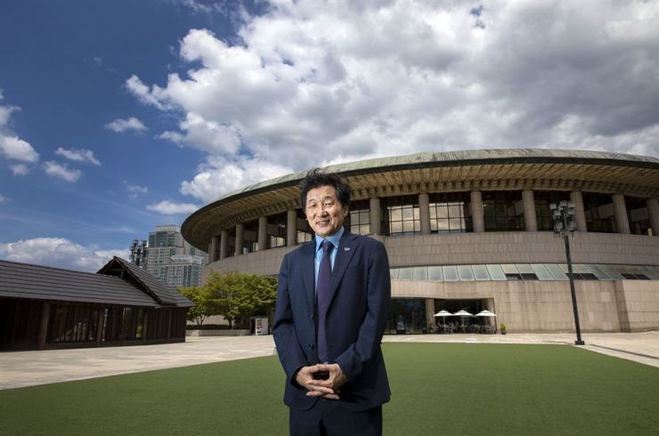 Seoul Arts Center's President and CEO Yoo In-taek poses for a photo in front of the arts center's Opera House in southern Seoul, Tuesday. Korea Times photo by Shim Hyun-chul