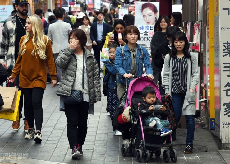 Japanese tourists look around in Myeong-dong, April 29. / Korea Times file