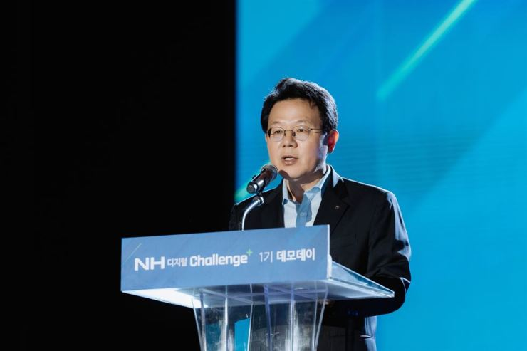 NH Financial Group Chairman Kim Gwang-soo delivers an opening speech during the NH Digital Challenge+ Demo Day event at the group's headquarters in Seoul, Wednesday. For the financial group's digital transformation, the chairman said NH will continue to support innovative startups in various sectors through its startup accelerator program. / Courtesy of NH Financial Group