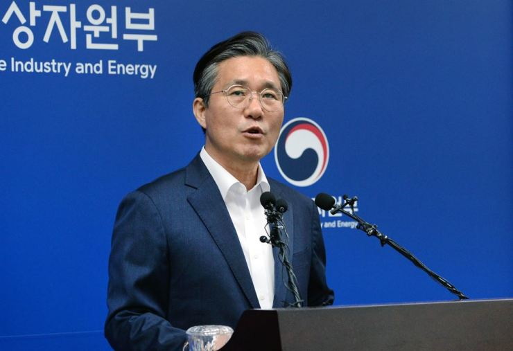 Minister of Trade, Industry and Energy Sung Yun-mo speaks at the ministry in Sejong, Monday, during a press conference on Korea's revision to its export control scheme for strategic items. Courtesy of Ministry of Trade, Industry and Energy