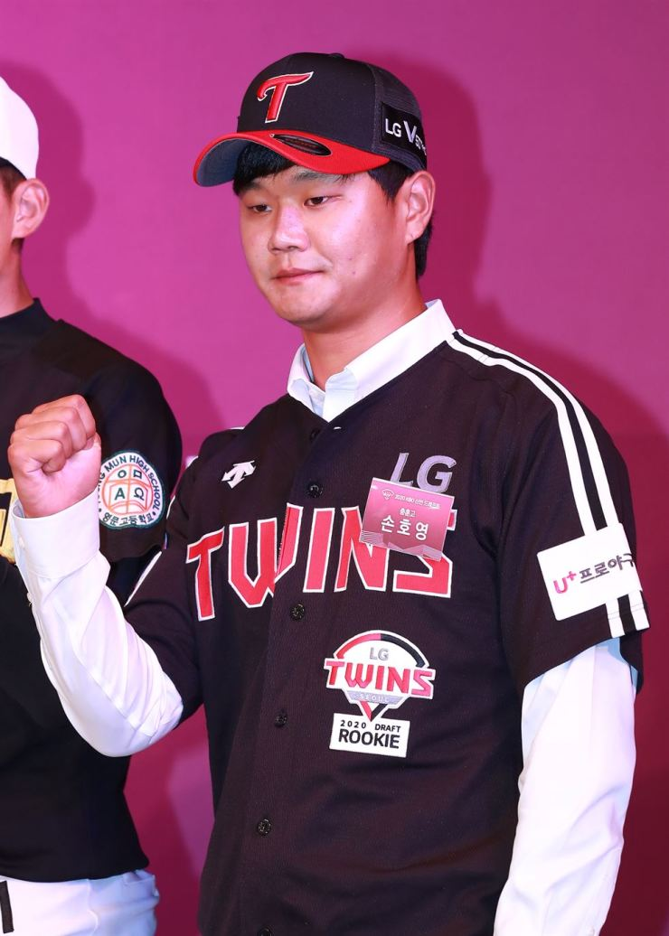 Infielder Son Ho-young poses for photos after being selected 23rd overall by the LG Twins in the Korea Baseball Organization draft in Seoul, Monday. Yonhap