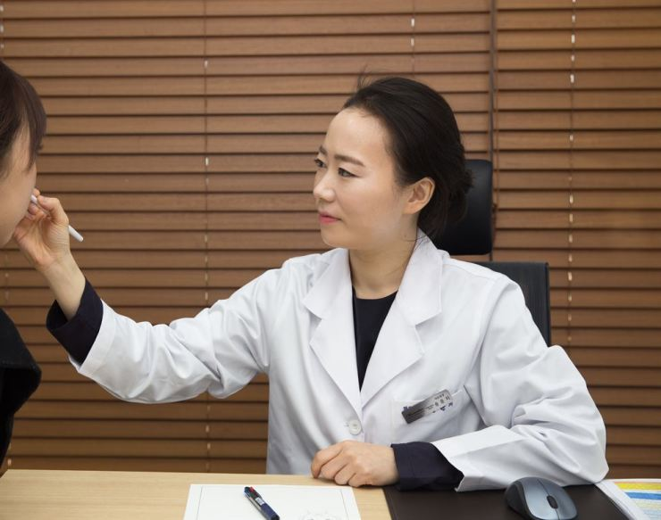 Song Youn-jee, a dermatologist at Honestar Clinic / Courtesy of Honestar Clinic