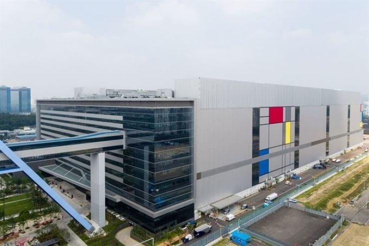 Samsung Electronics' semiconductor production facility in Hwaseong, Gyeonggi Province / Courtesy of Samsung Electronics