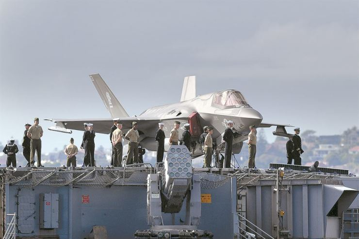 A U.S. Marine Corps F-35B Lightning II aircraft is on the flight deck of the U.S. Navy amphibious assault ship the USS Wasp (LHD-1) as it arrives at Fleet Base East in Sydney, Australia, June 18, prior to taking part in Operation Talisman Sabre with the Australian Defence Force. The South Korean military is planning to spend around 27.1 billion won to develop key technologies to build a light aircraft carrier, expected to carry the F-35B stealth fighter jets Seoul is considering to deploy in the future. AP-Yonhap