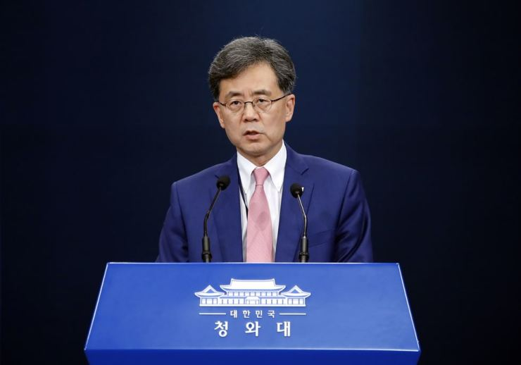 Kim Hyun-chong, deputy director of Cheong Wa Dae's National Security Office, holds a press conference in Seoul, Friday, to outline South Korea's stance on Japan's decision to over Japan's move to broaden export controls preferential trade status on Aug. 2, 2019. Yonhap