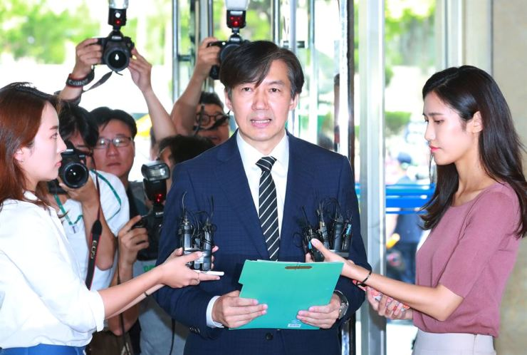 Justice Minister nominee Cho Kuk, center, speaks to reporters over allegations involving his daughter, Wednesday. Yonhap