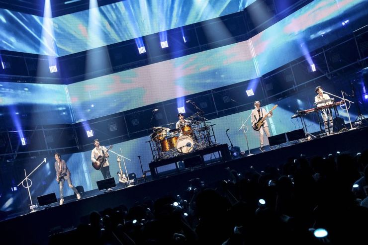 DAY6, a five-member boy band, kicks off its World Tour with a concert in Seoul held at Jamsil Indoor Stadium, Sunday./ Courtesy of JYP Entertainment