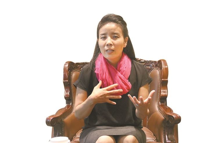 Anastasia S. Kim, professor of psychology at The Wright Institute in Berkeley, California, and author of 'It's Time to Talk (And Listen),' speaks during an interview with The Korea Times in Seoul on Thursday. / Korea Times photo by Kang Hyun-kyung