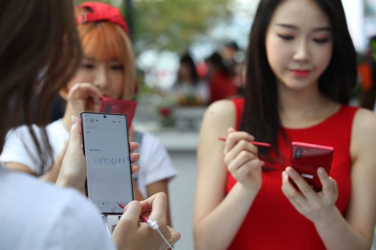 Preorders for Samsung's latest phablet, the Galaxy Note 10, have reached 1 million in Korea. Yonhap