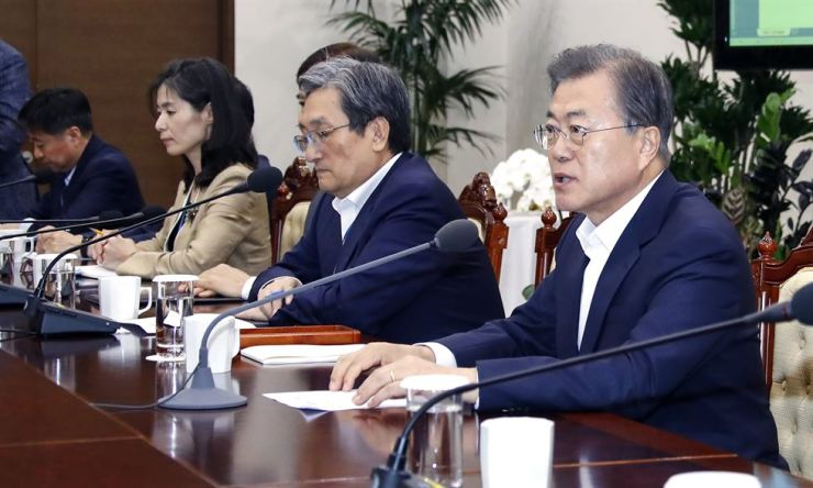 President Moon Jae-in speaks while presiding over a meeting with senior aides at Cheong Wa Dae in Seoul, Monday. Yonhap
