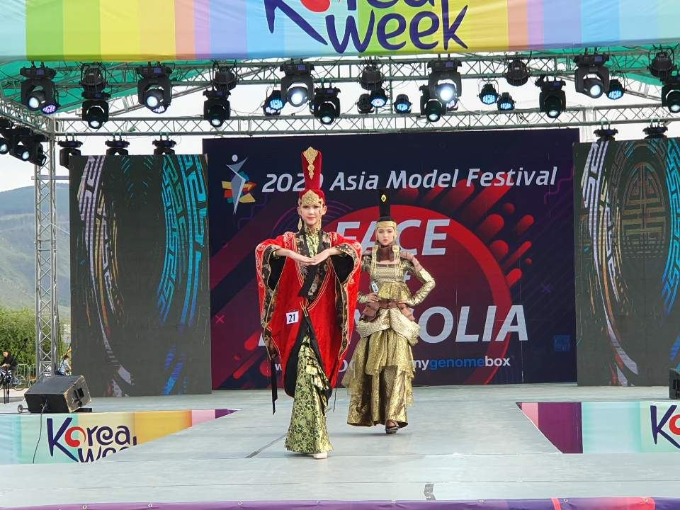A. Indra, center, won the EDGC grand prize in the '2020 Asia Model Festival FACE of Mongolia' contest on Saturday (local time) at the National Park in Ulaanbaatar. Courtesy of AMFOC