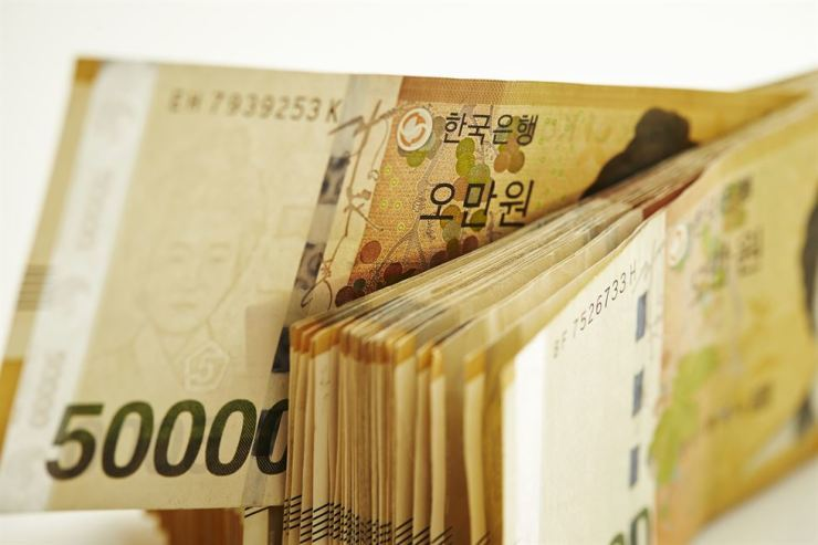 The Korean won continued to sink to new lows against the U.S. dollar Tuesday amid escalating trade tensions between the U.S. and China. Gettyimagesbank