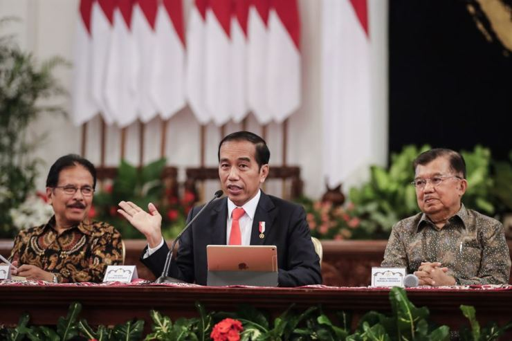 President Joko Widodo, right, talks to the media as he announces the location of the country's new capital city during a press conference at the state palace in Jakarta, Indonesia, Monday. /EPA-Yonhap