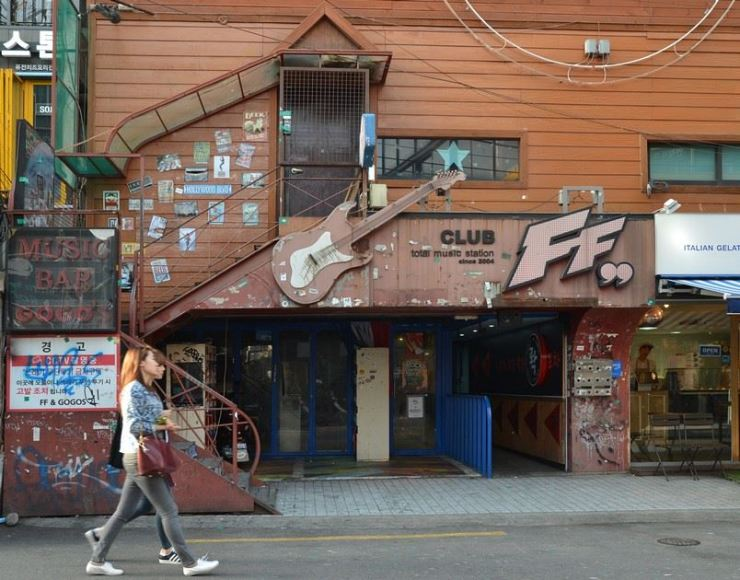 The entrance to Club FF in Seogyo-dong, western Seoul / Korea Times photo by Jon Dunbar