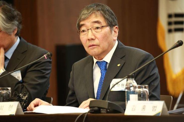 Financial Supervisory Service Governor Yoon Suk-heun / Korea Times file