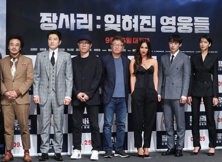 From left, actors Kim In-kwon, Kim Myung-min, directors Kim Tae-hoon, Kwak Kyung-taek, actress Megan Fox, actor Kim Sung-cheol and actress Lee Ho-jung pose for a photo during a media conference held in southern Seoul, Wednesday, for the historical blockbuster 'Battle of Jangsari.' Yonhap
