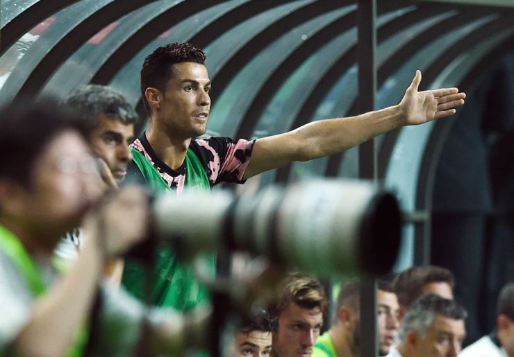 Cristiano Ronaldo watches the game between Italian champion Juventus and K League All-Stars at Seoul World Cup Stadium on July 26. His no-show in the field during the game angered fans and triggered a lawsuit. Korea Times file