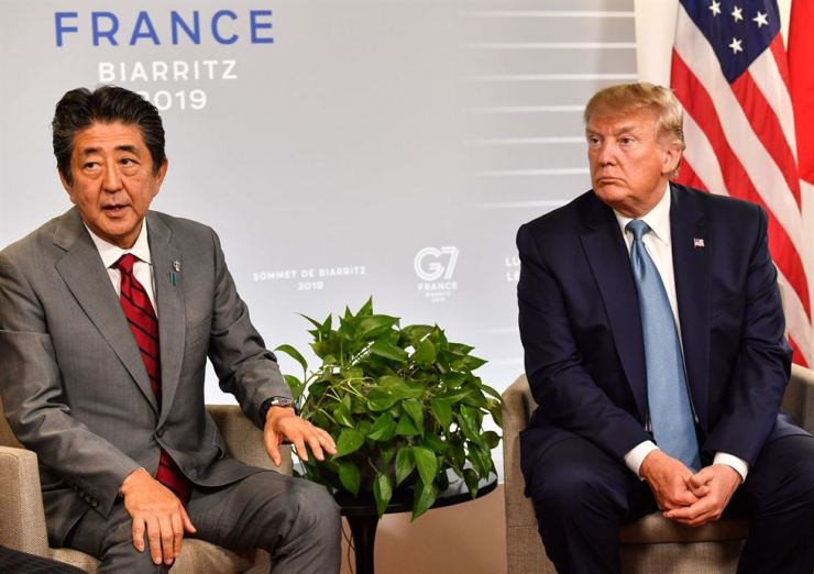 Japan's Prime Minister Shinzo Abe, left, sits with U.S. President Donald Trump during a bilateral meeting on the sidelines of the G7 summit in Biarritz, southwest France, on Aug. 25. AP-Yonhap