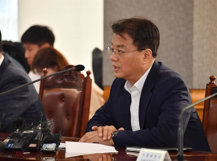 Bang Ki-sun, deputy minister of economy and finance, speaks during an inter-government meeting with related officials at the Korea Federation of Banks headquarters in Seoul, Tuesday. / Courtesy of Ministry of Economy and Finance