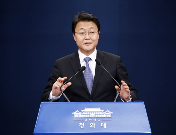 Presidential economics Adviser Joo Hyung-chul gives a press conference on the Korea-ASEAN special summit at Cheong Wa Dae, Sunday. Yonhap