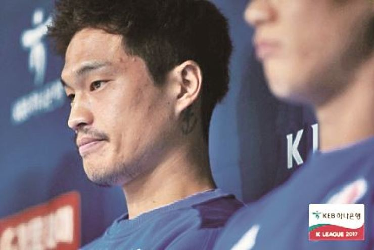 Kim Eun-sun, who was kicked out from Suwon Bluewings after drunk driving last December, signed for Australian club Central Coast Mariners, Friday. Korea Times file