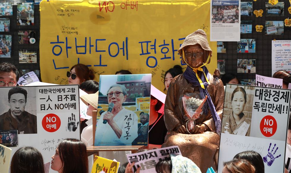 A Korean protester shed tears during a rally demanding full compensation and an apology for the victims of Japan's wartime sex slavery from Japanese government in front of the Japanese Embassy in Seoul, Wednesday, Aug. 14. Yonhap
