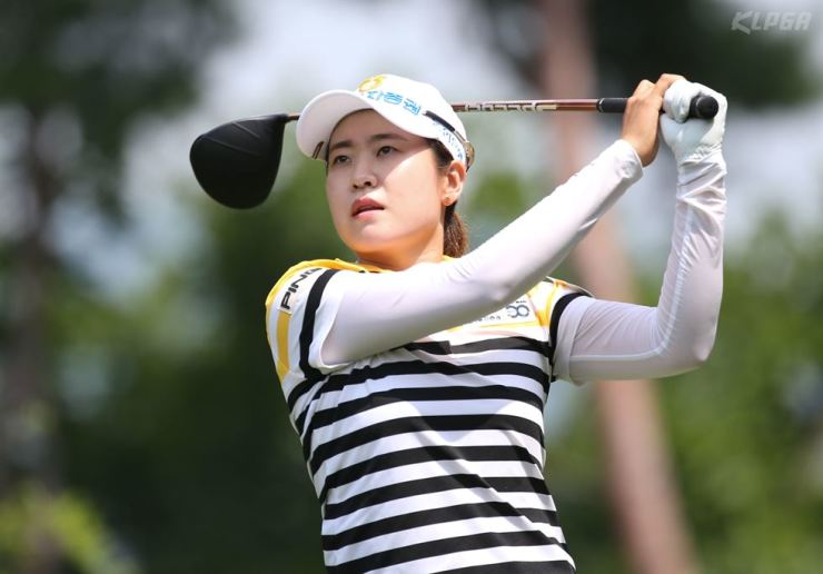 Park Min-ji hits a tee shot on the fourth hole during the final round of the 2019 Bogner MBN Women's Open at the Star Hue Golf & Resort in Yangpyeong, Gyeonggi Province, Sunday. Park won the 19th KLPGA tournament of the year in Korea. /Yonhap