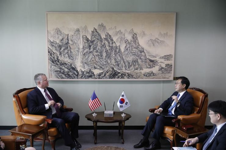 U.S. special envoy for North Korea Stephen Biegun, left, talks with his South Korean counterpart Lee Do-hoon, second from right, during their meeting at the Foreign Ministry in Seoul, Aug. 21. AP-Yonhap