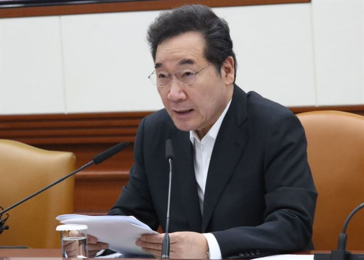Prime Minister Lee Nak-yon speaks during a meeting with ministers over Japan's export restrictions to Korea at the Government Complex in Seoul, Thursday. Yonhap