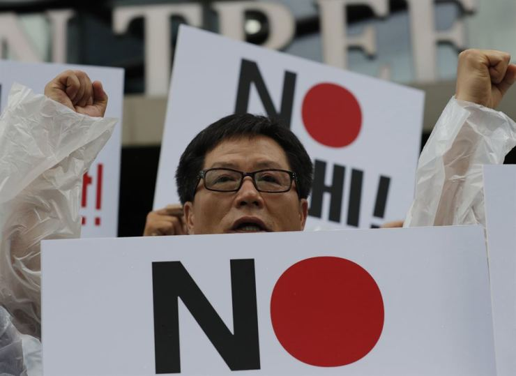 A member of the Korean Government Employees' Union shouts slogans during a rally demanding the abolition of the General Security of Military Information Agreement, or GSOMIA, an intelligence-sharing agreement between South Korea and Japan, in front of the Japanese embassy in Seoul, Wednesday. AP-Yonhap