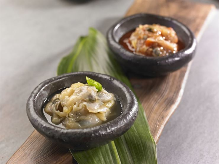 The restaurant's salted clams (jogae jeotgal) are suspected as the source of the infection. Gettyimagesbank