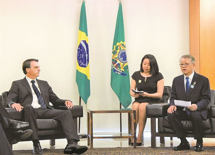SK Networks Chairman Chey Shin-won and President Jair Bolsonaro held discussions at Brazil's presidential office Thursday (local time). Courtesy of SK Networks