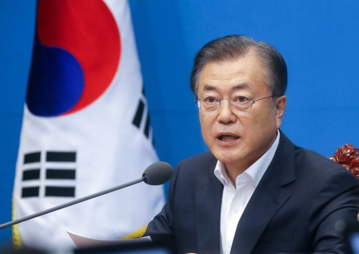 President Moon Jae-in delivers his opening remarks at the start of a hurriedly-arranged Cabinet meeting at Cheong Wa Dae, Friday afternoon. The meeting was mobilized few hours after Japan decided to revoke its preferential trade status with South Korea. Yonhap